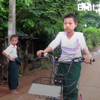 Cet entrepreneur recycle des vélos abandonnés pour les étudiants birmans