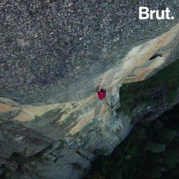 Le grimpeur Alex Honnold escalade El Capitan à mains nues