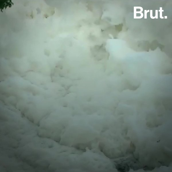 Toxic foam clouds cover waters in India