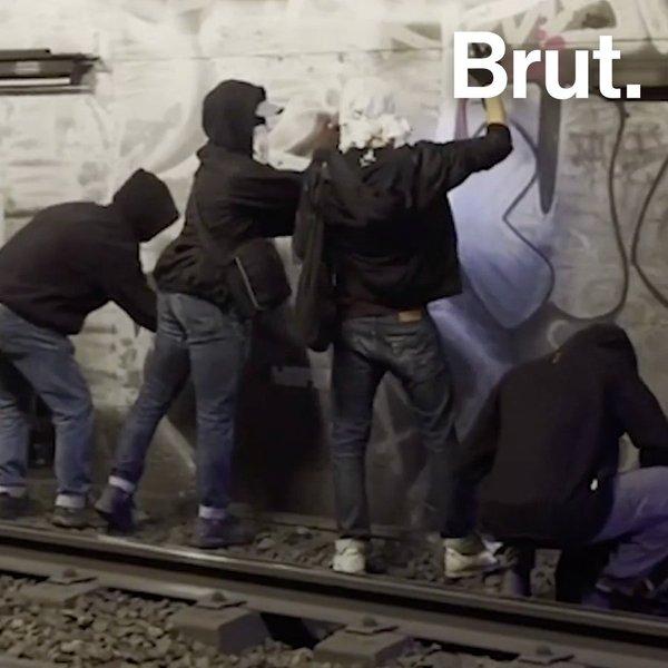 Une nuit avec des graffeurs dans le métro de Paris